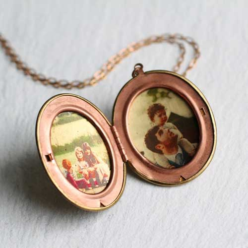 GOld-Locket | Photo Gift Ideas - Giftsxoxo.com